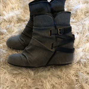 Also grey wedge boot